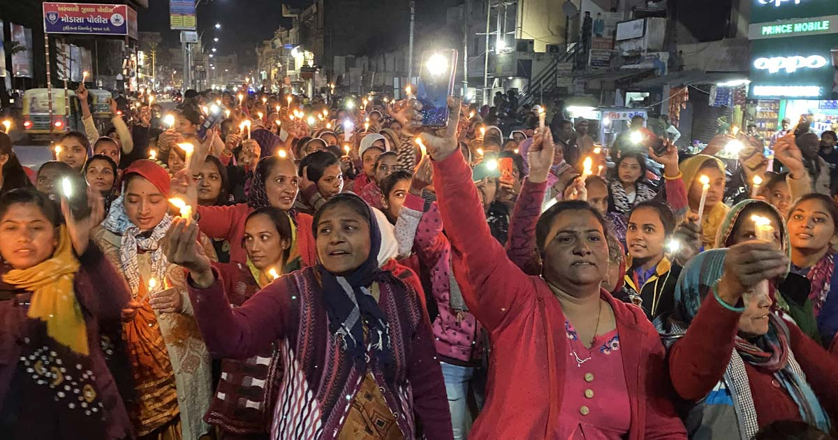 http://www.meranews.com/backend/main_imgs/modasa-cande1_candel-march-in-modasa-for-the-justice-of-girl-of-village_2.jpg?1