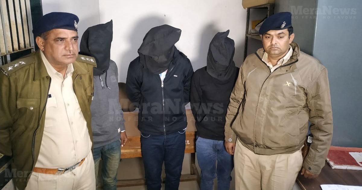 http://www.meranews.com/backend/main_imgs/modasa-case_modasa-rape-and-murder-case-three-victim-surrendered-to-rur_0.jpg?59?31