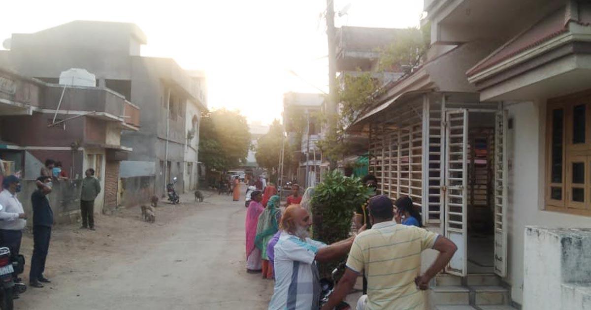 http://www.meranews.com/backend/main_imgs/modasa1_modasa-thief-in-house-gujarat-modasa-police-aravalli-police_1.jpg?82