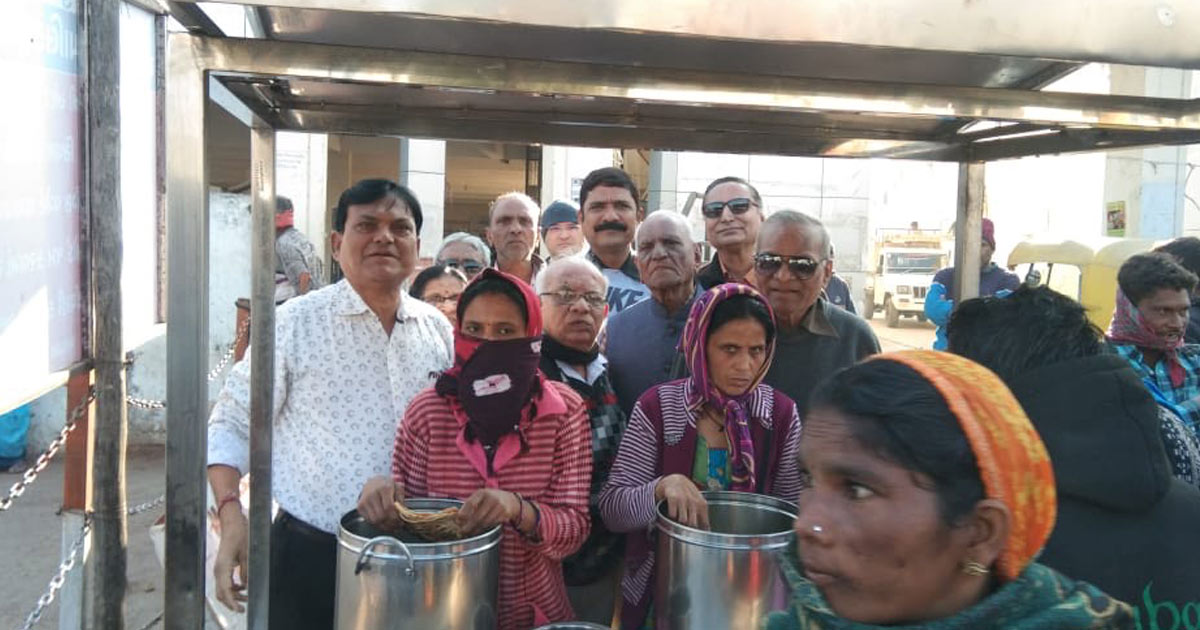 http://www.meranews.com/backend/main_imgs/modasa_annapurna-trust-opens-labor-meal-center-in-modasa_0.jpg?91