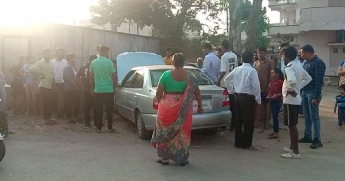 http://www.meranews.com/backend/main_imgs/modasa_modasa-car-accident-near-rushikesh-society_0.jpg?71
