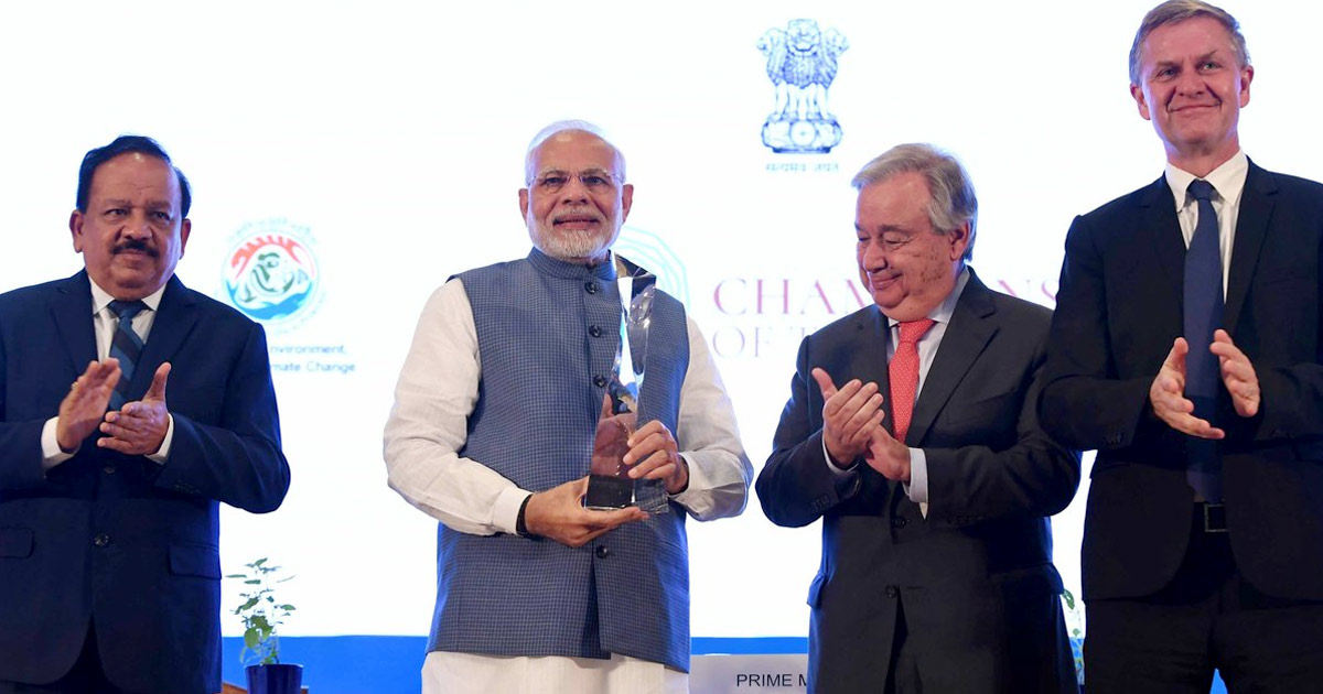 http://www.meranews.com/backend/main_imgs/modi-award_pm-modi-awarded-champion-of-the-earth-by-unep_0.jpg?52?85
