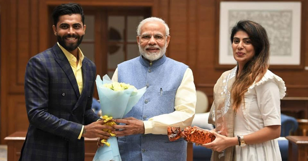 http://www.meranews.com/backend/main_imgs/modi-ravindra-jadeja_indian-cricketer-ravindra-jadeja-meets-pm-modi-with-wife-riv_0.jpg?57?10
