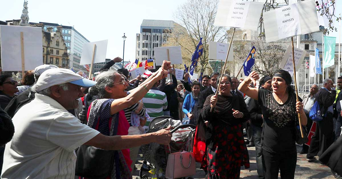 http://www.meranews.com/backend/main_imgs/modiprotest_modi-not-welcome-hundreds-protest-pms-visit-to-uk_0.jpg?88