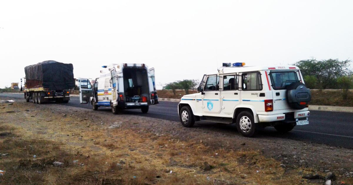 http://www.meranews.com/backend/main_imgs/morbi_looters-murder-truck-driver-near-maliya-miyana_0.jpg?98