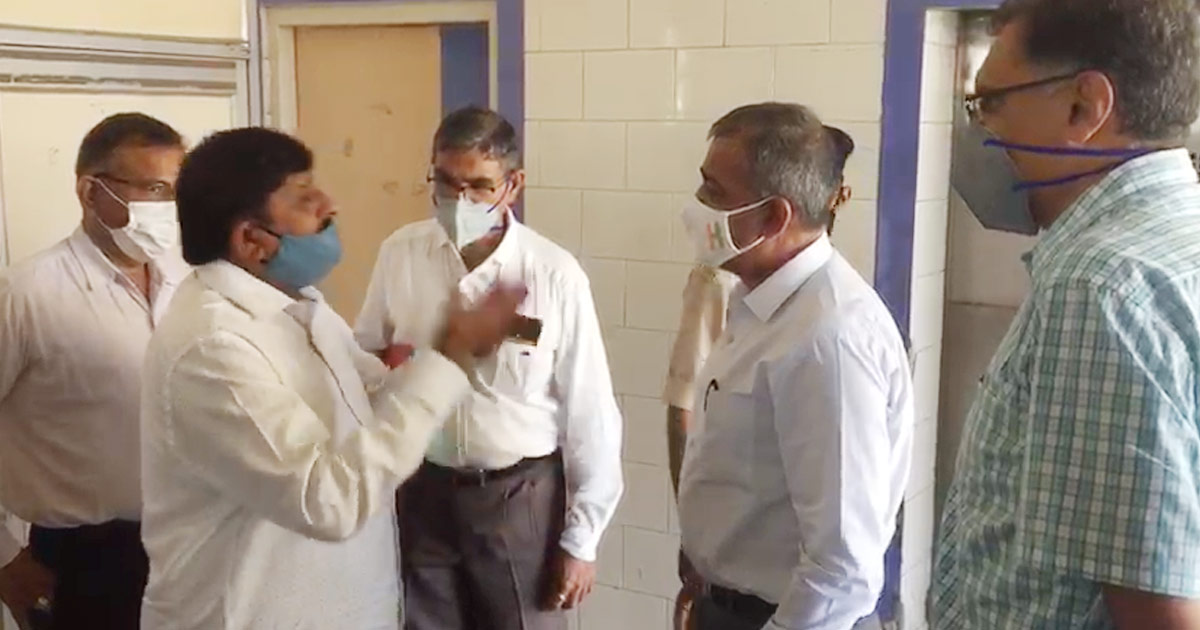 http://www.meranews.com/backend/main_imgs/morbi_morbi-former-bjp-mla-told-the-collector-video_0.jpg?83