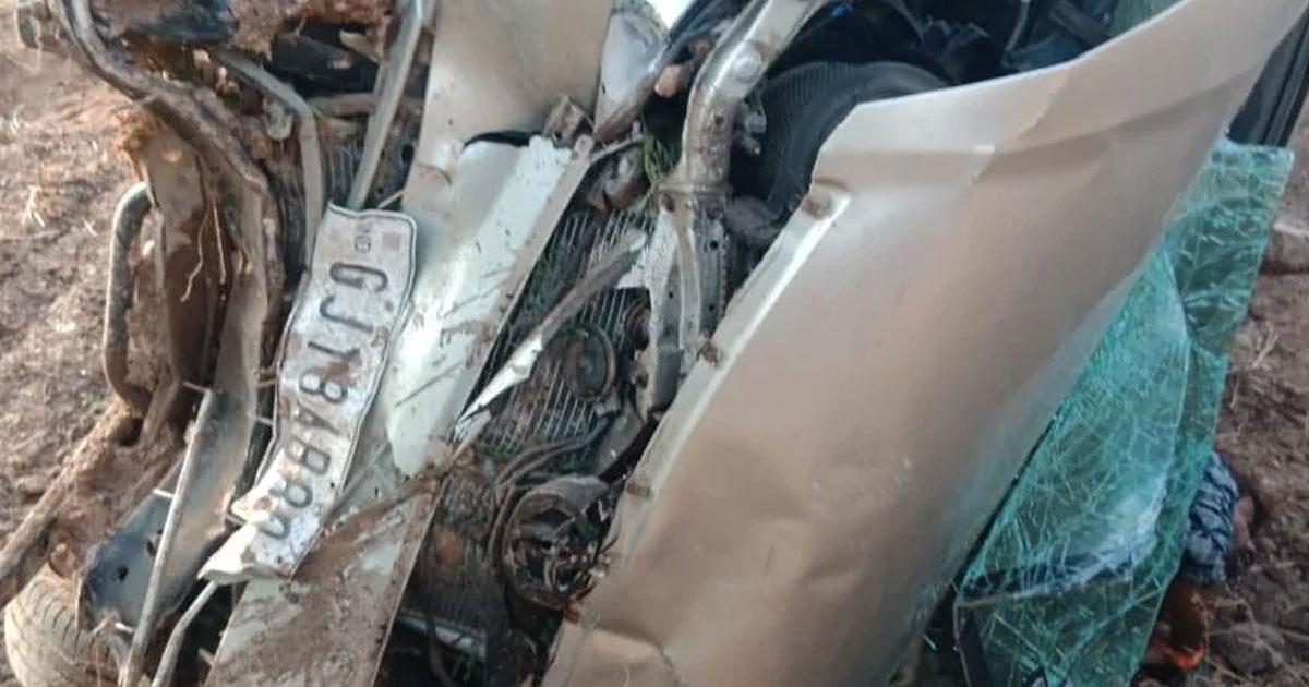 http://www.meranews.com/backend/main_imgs/morbi_morbi-liquor-in-gujarat-liquor-car-accident-innova-car_0.jpg?79