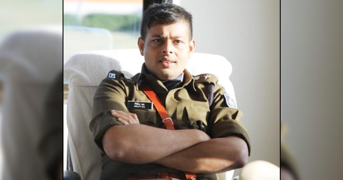 http://www.meranews.com/backend/main_imgs/nirlipt-rai_gujarat-police-amreli-news-sp-nirlipt-rai-ex-ips-ramesh-savani_0.jpg?96?59?8