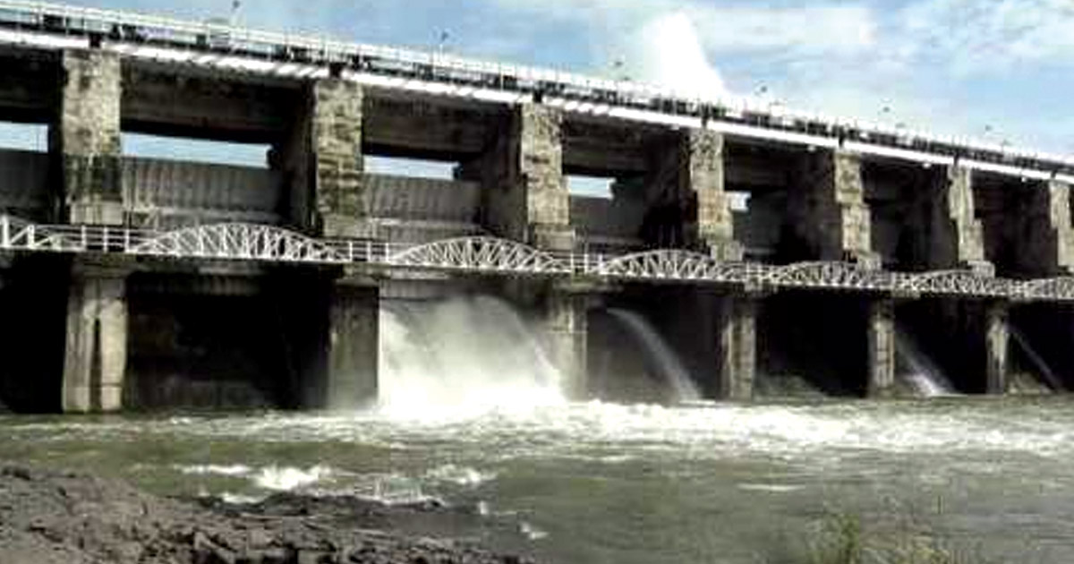 http://www.meranews.com/backend/main_imgs/nyari-dam2_mild-earthquake-along-with-rains-in-rajkot-nyari-2-dam-over_0.jpg?71