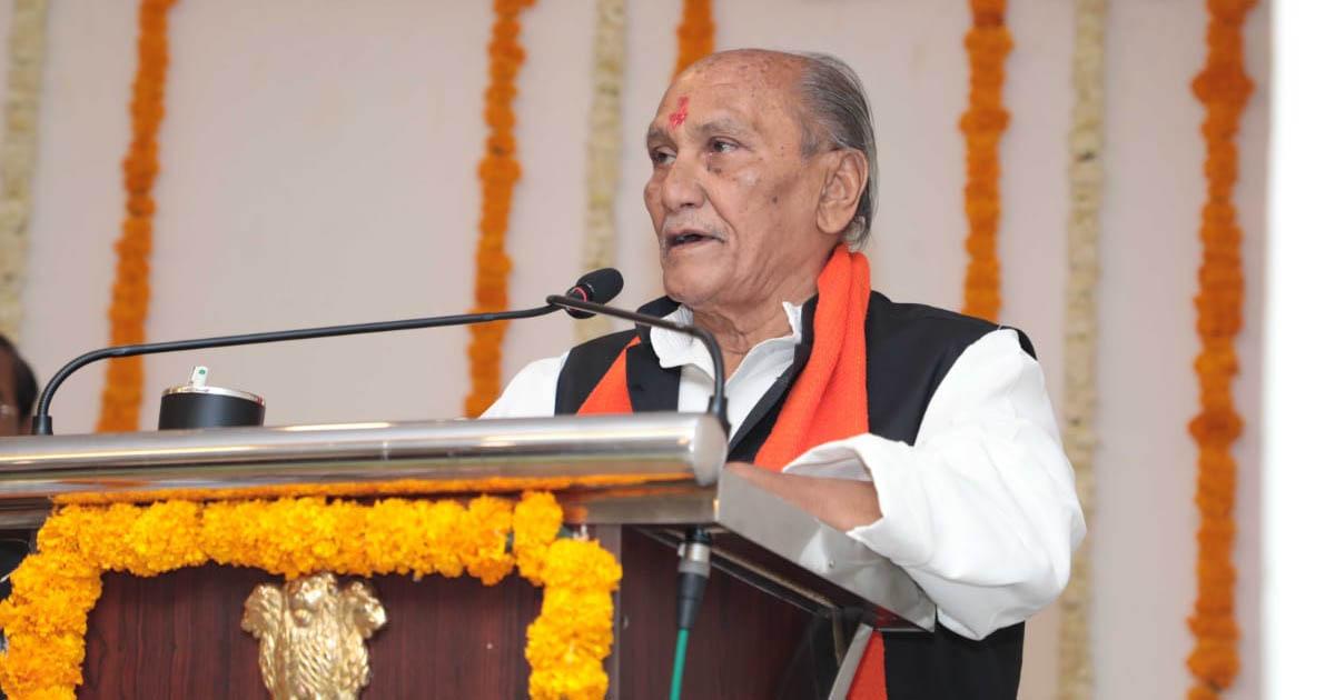 http://www.meranews.com/backend/main_imgs/oathjawaharchavdayogeshpatel5_now-after-a-long-time-mla-yogesh-patel-became-as-minister_0.jpg?6?100