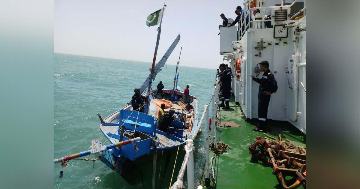 http://www.meranews.com/backend/main_imgs/pakistaniboat_kutch-coast-guard-caught-pakistani-boat-and-sized-heroin-wo_3.jpg?21