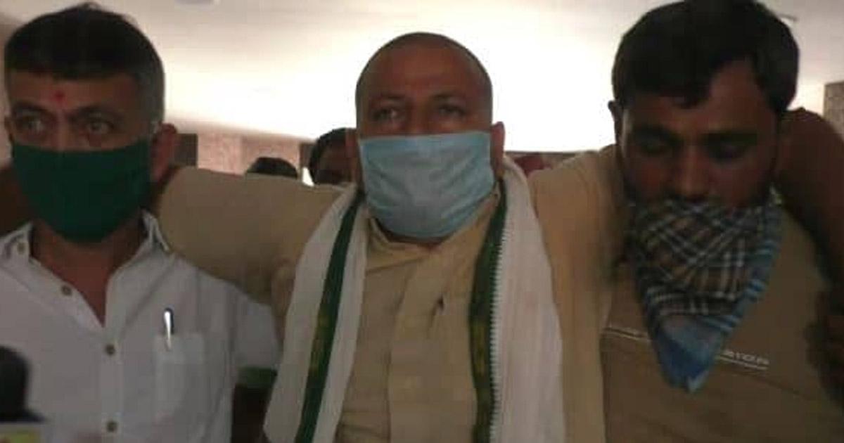 http://www.meranews.com/backend/main_imgs/palambaliya_farmer-leader-congress-leader-pal-ambaliya-rajkot-police_0.jpg?12