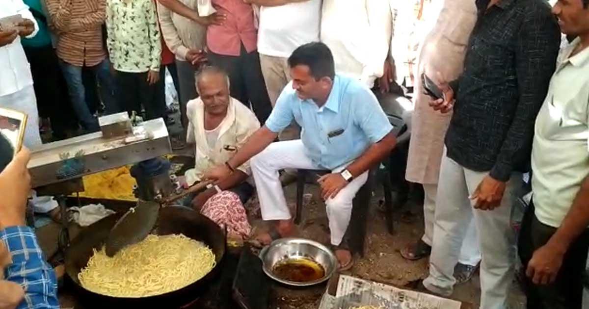http://www.meranews.com/backend/main_imgs/pareshdhanani_paresh-dhanani-making-gathiya-on-occasion-of-pratishtha-maho_0.jpg?30