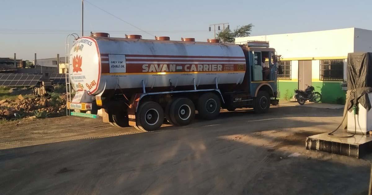 http://www.meranews.com/backend/main_imgs/petrolpumpscam2_breaking-petrol-pump-inside-story-kutch-police-gujarat_1.jpg?59?25