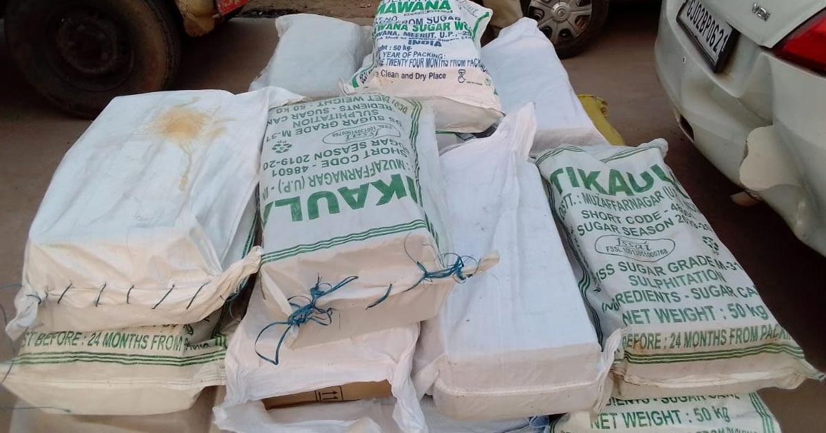 http://www.meranews.com/backend/main_imgs/pickup1_now-bootleggers-liquor-under-of-vegetables-shamlaji-police_0.jpg?46