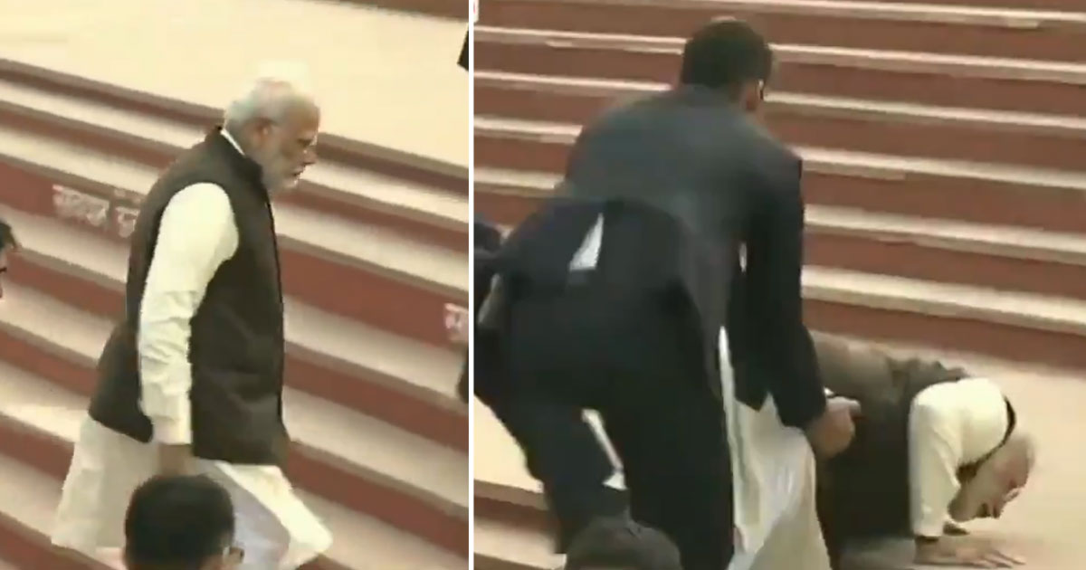 http://www.meranews.com/backend/main_imgs/pmmodi-fall-down_pm-narendra-modi-falls-down-the-stairs-in-at-atal-ghat_0.jpg?79