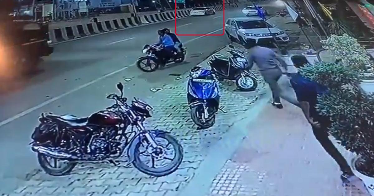 http://www.meranews.com/backend/main_imgs/police-goli_captured-on-camera-bjp-leaders-car-shot-by-police-leader_0.jpg?92