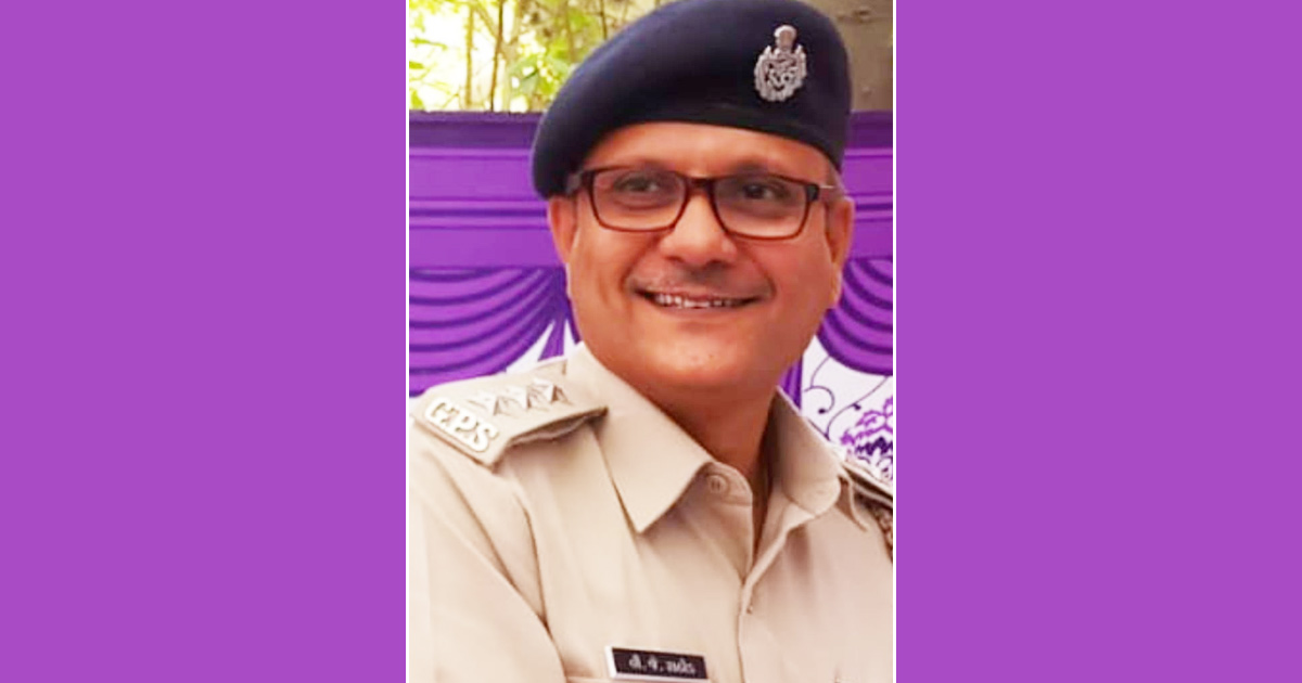 http://www.meranews.com/backend/main_imgs/police-rathod_vadodara-police-v-j-rathod-gujarati-story-n-r-patel-gujarat_0.jpg?70