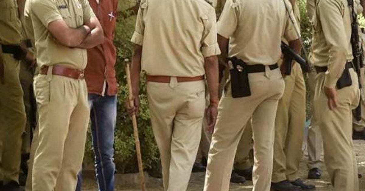 http://www.meranews.com/backend/main_imgs/police_gujarat-police-inspectors-transferred-by-dgp-jha_0.jpg?71