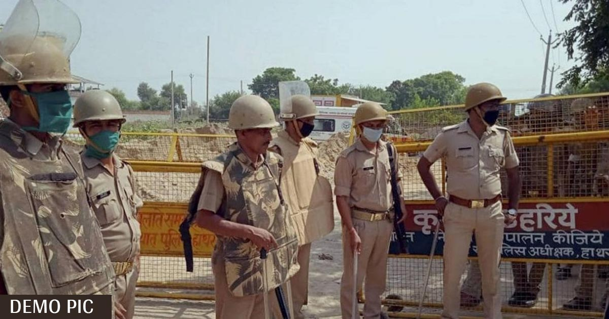 http://www.meranews.com/backend/main_imgs/police_hathras-case-up-police-uttar-pradesh-ips-ramesh-savani_0.jpg?92?97