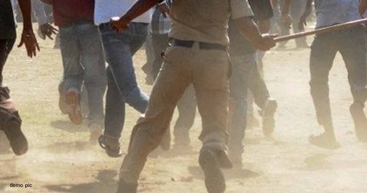 http://www.meranews.com/backend/main_imgs/policeandpeopledispute_attack-on-police-police-and-people-corona-in-gujarat-coro_0.jpg?72