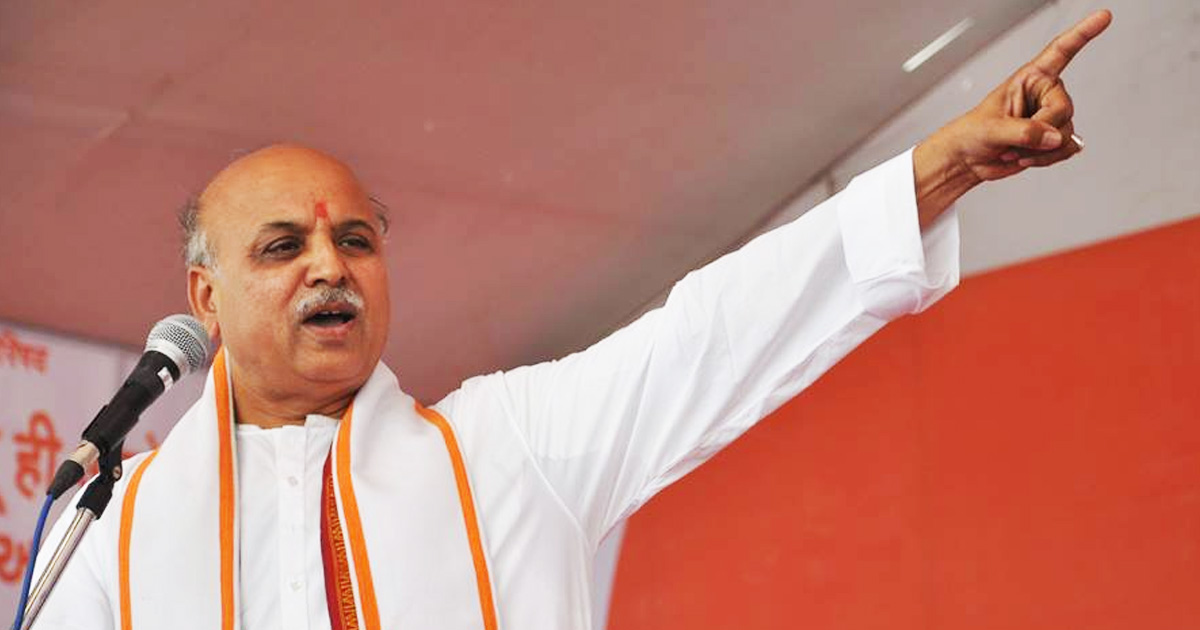 http://www.meranews.com/backend/main_imgs/pravintogadia_pravin-togadia-may-have-ended-helping-modi-by-stoking-the-ra_0.jpg?88