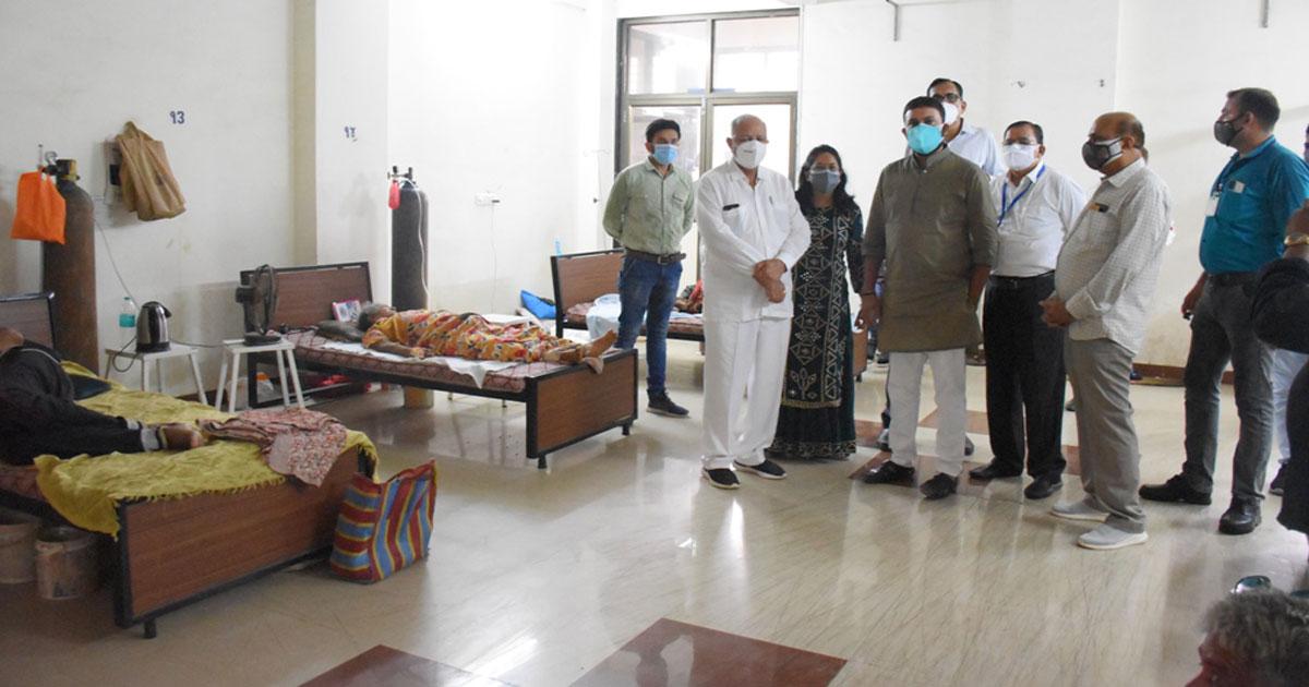 http://www.meranews.com/backend/main_imgs/radadia_jayesh-radadia-visits-two-covid-hospitals-at-porbandar_0.jpg?51