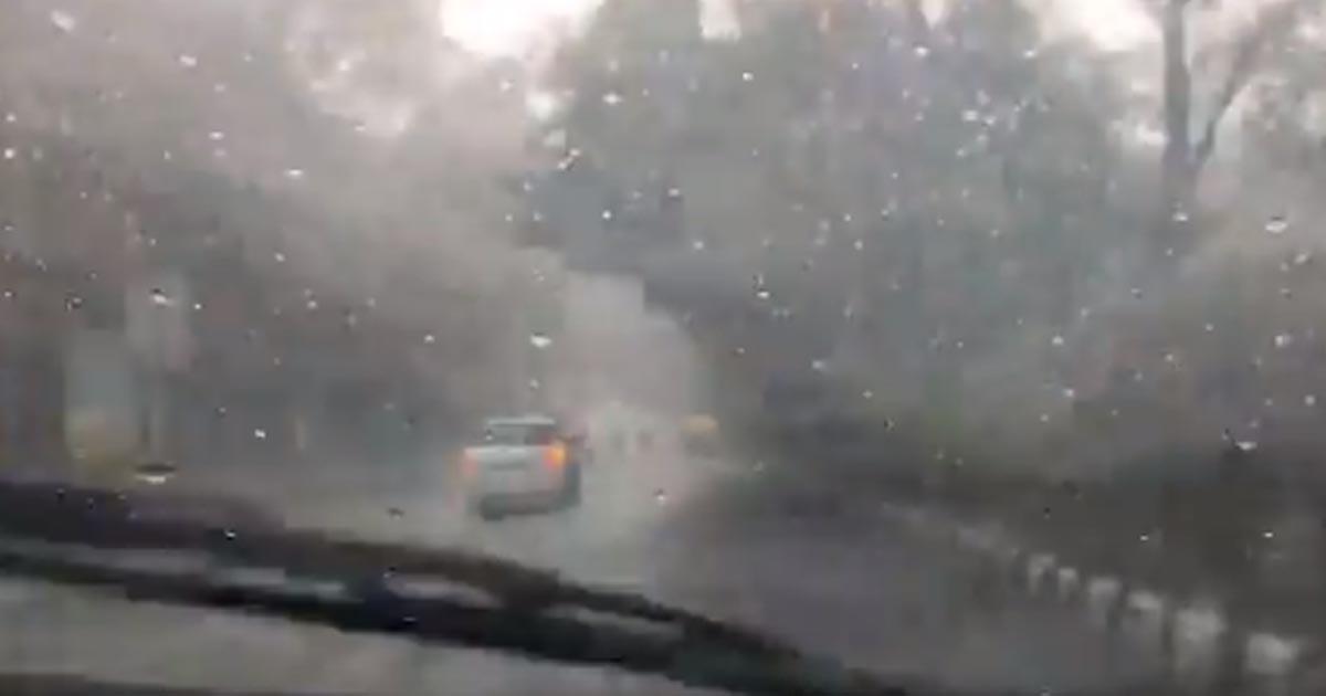 http://www.meranews.com/backend/main_imgs/raininDelhi_delhi-rain-rain-in-delhi-cold-waves-north-india-snowfall_0.jpg?31