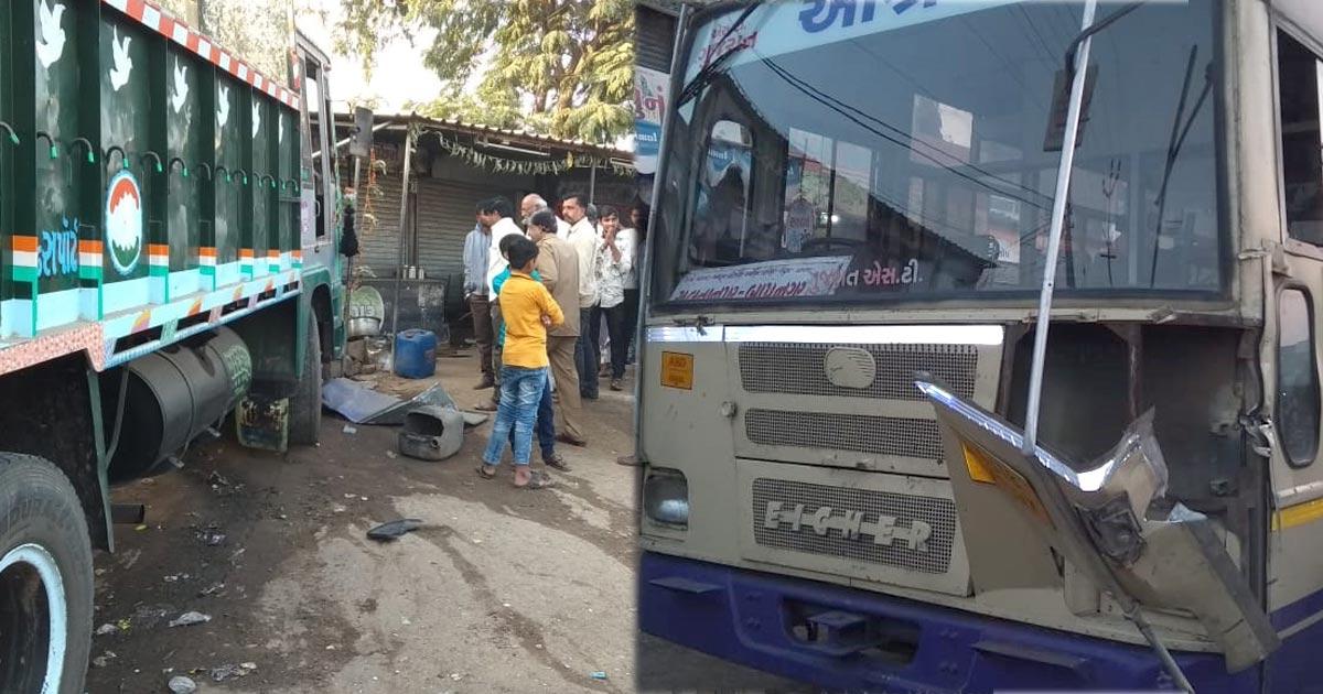 http://www.meranews.com/backend/main_imgs/rajkot-accident_bhavnagar-truck-loses-control-hits-tea-stall-killing-one_0.jpg?69