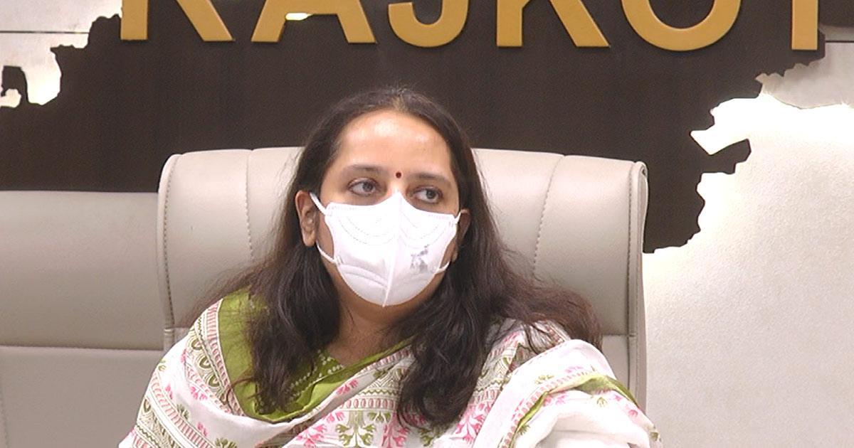 http://www.meranews.com/backend/main_imgs/rajkot-collector_rajkots-private-hospital-creates-false-panic-in-the-name-of-oxygen_0.jpg?38