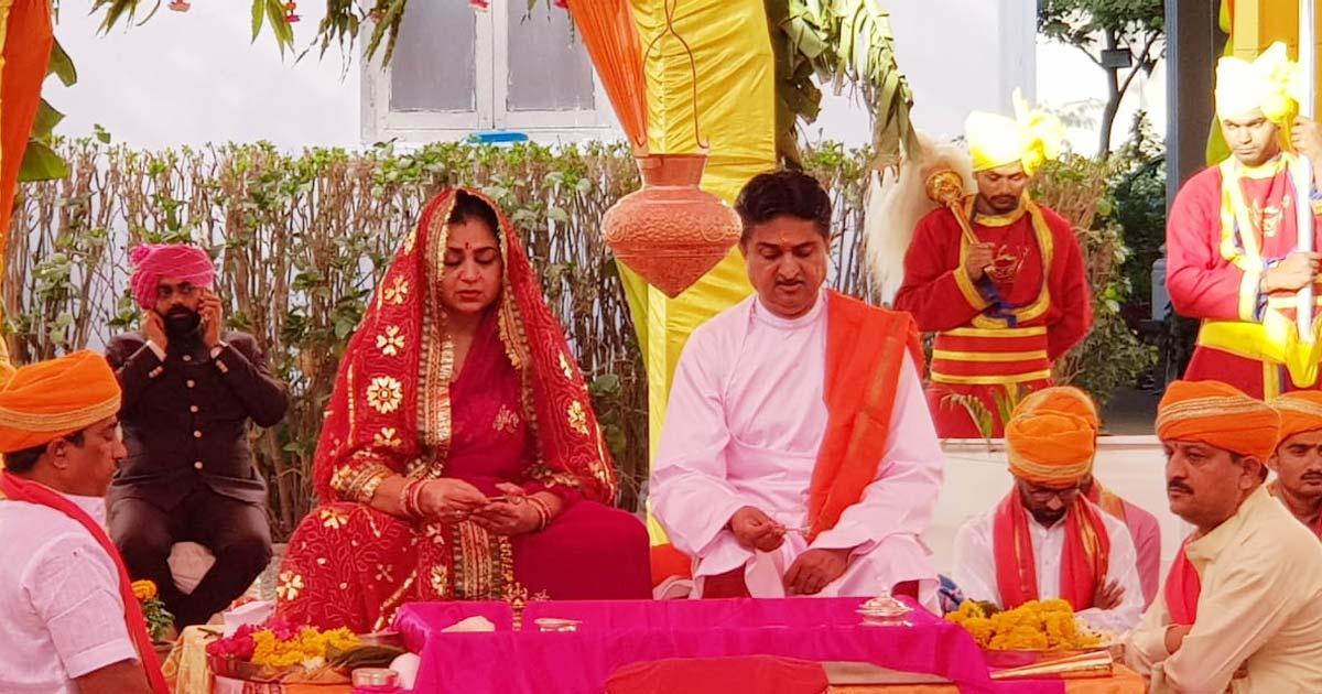 http://www.meranews.com/backend/main_imgs/rajkot-placa0_rajkot-mandhatasinh-jadeja-raj-tilak-vidhi-at-ranjit-vilas_1.jpg?60