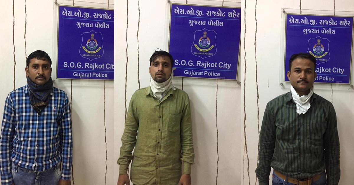 http://www.meranews.com/backend/main_imgs/rajkot-sog_three-people-asi-from-ahmedabad-piloting-a-car-foreign-liquor_2.jpg?41