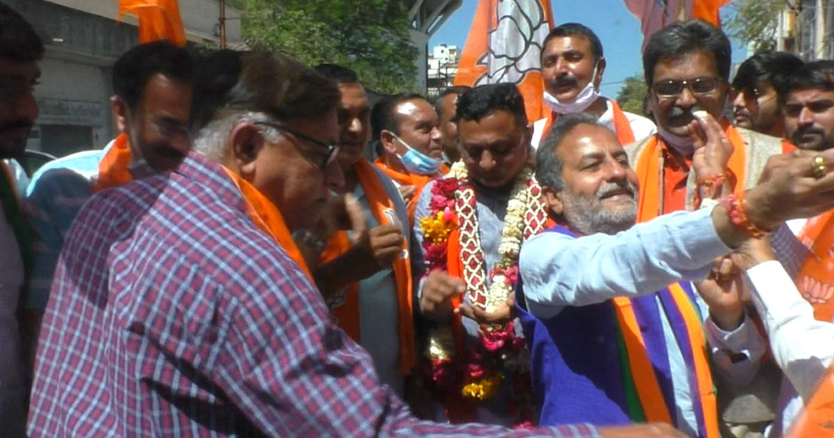 http://www.meranews.com/backend/main_imgs/rajkot2_rajkot-election-result-bjps-victory-in-the-local-body-election_1.jpg?58