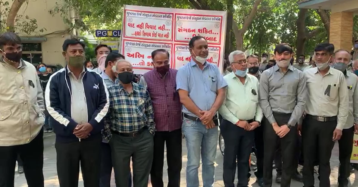 http://www.meranews.com/backend/main_imgs/rajkot2_rajkot-pgvcl-employees-to-protest-till-january-20-with-demand_1.jpg?99