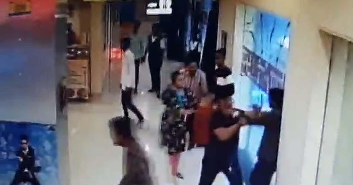 http://www.meranews.com/backend/main_imgs/rajkot_rajkot-molestation-at-crystal-mall-cctv_0.jpg?23