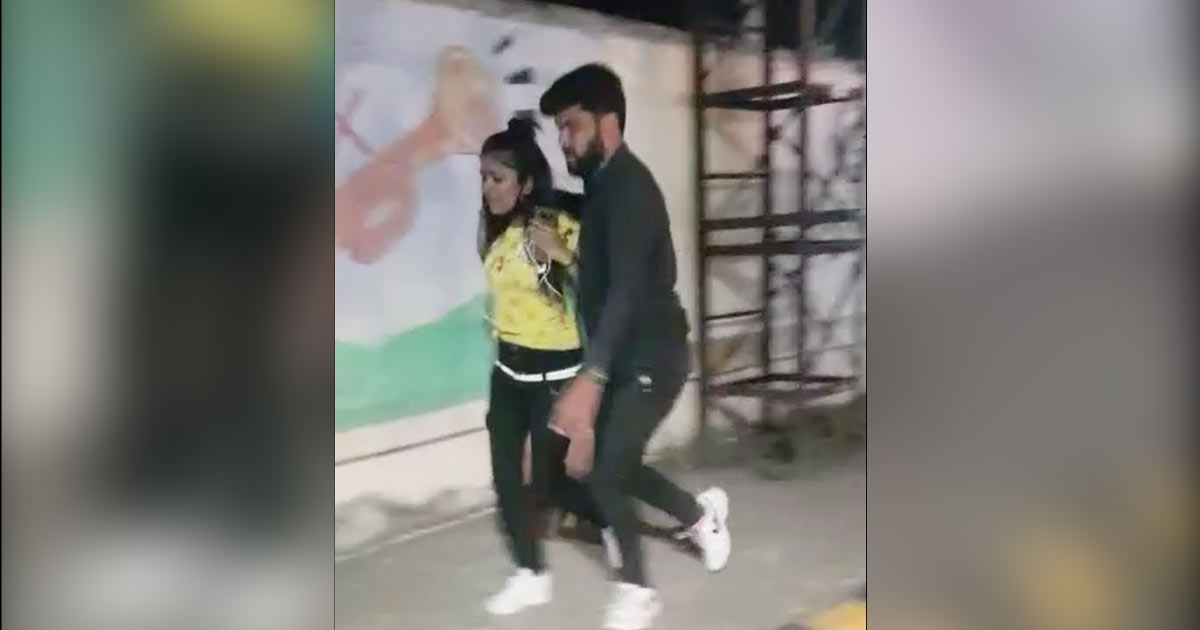 http://www.meranews.com/backend/main_imgs/rajkot_video-of-a-young-man-grabbing-a-young-womans-hair-on-the-ring-road_0.jpg?20