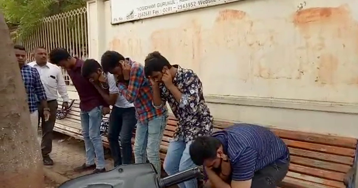 http://www.meranews.com/backend/main_imgs/rajkotboys_rajkot-police-punishes-boys-harassing-college-girls-in-publ_0.jpg?40