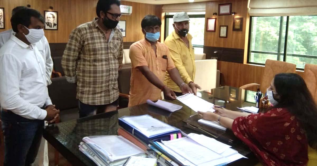 http://www.meranews.com/backend/main_imgs/rajkotfarmer_collector-of-rajkot-kisan-sangh-election-rajkot-india-farmer_0.jpg?24