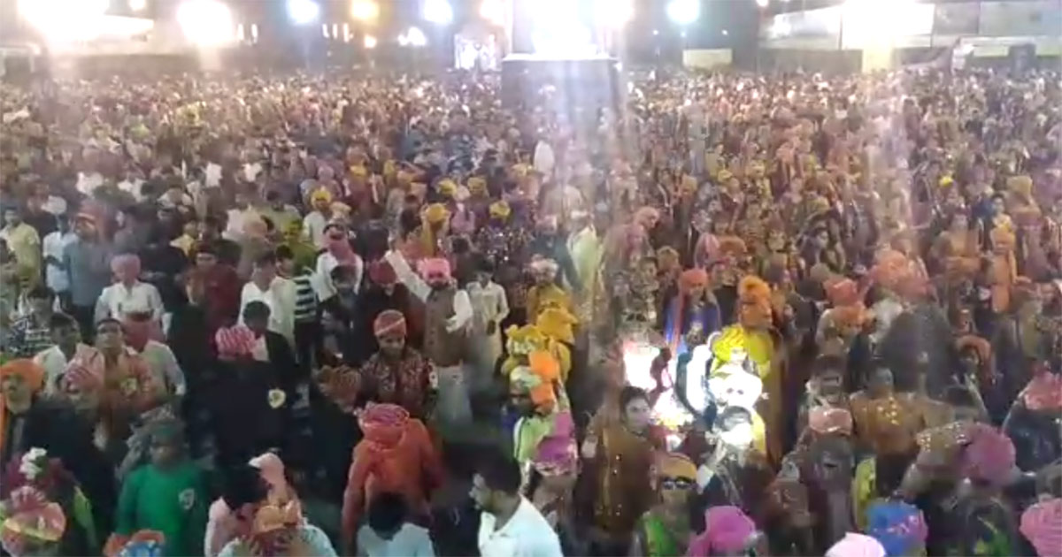 http://www.meranews.com/backend/main_imgs/ras_rajkot-more-than-six-thousand-people-dance-to-garba-at-khod_0.jpg?31