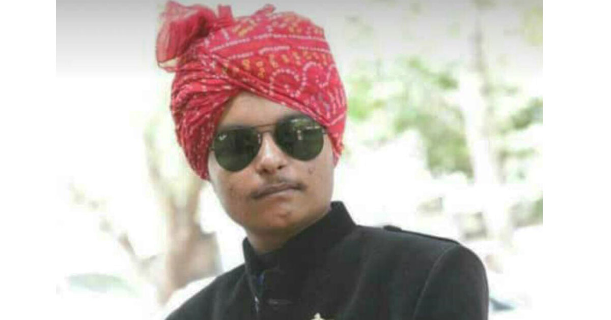 http://www.meranews.com/backend/main_imgs/rathod_gujarat-youth-shot-him-self-in-modasa_0.jpg?14