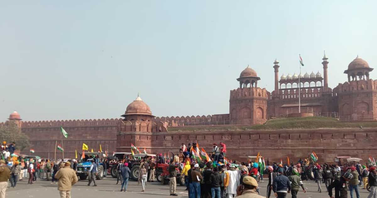 http://www.meranews.com/backend/main_imgs/redfort_new-delhi-red-fort-tractor-rally-delhi-police-police-for_0.jpg?49?42?90?85?56