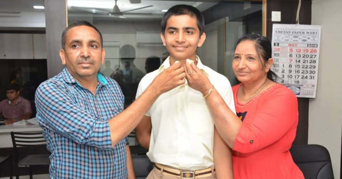 http://www.meranews.com/backend/main_imgs/result212_jamnagar-son-of-lcb-policeman-becomes-first-in-state_1.jpg?85