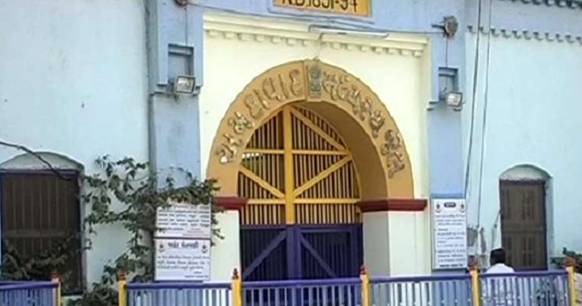 http://www.meranews.com/backend/main_imgs/sabarmati-jail_sabarmati-jail-inmates-work-hard-to-resurrect-their-lives-m_0.jpg?36