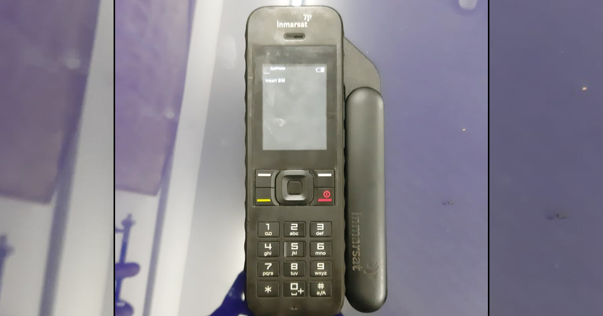 http://www.meranews.com/backend/main_imgs/sateli-phone_a-satellite-phone-was-found-from-an-island-near-kandla-in-kutch_0.jpg?31