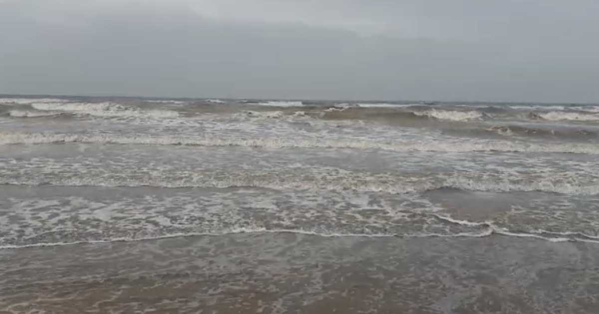http://www.meranews.com/backend/main_imgs/seeofkutch_vayu-cyclone-effect-at-sea-of-kutch-video_0.jpg?6