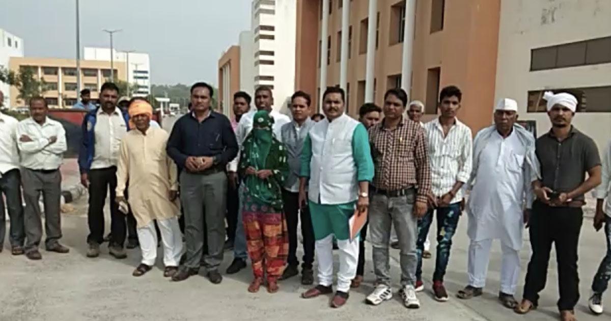 http://www.meranews.com/backend/main_imgs/shamlaji_shamlaji-molestation-case-victim-family-to-meet-collector_0.jpg?65