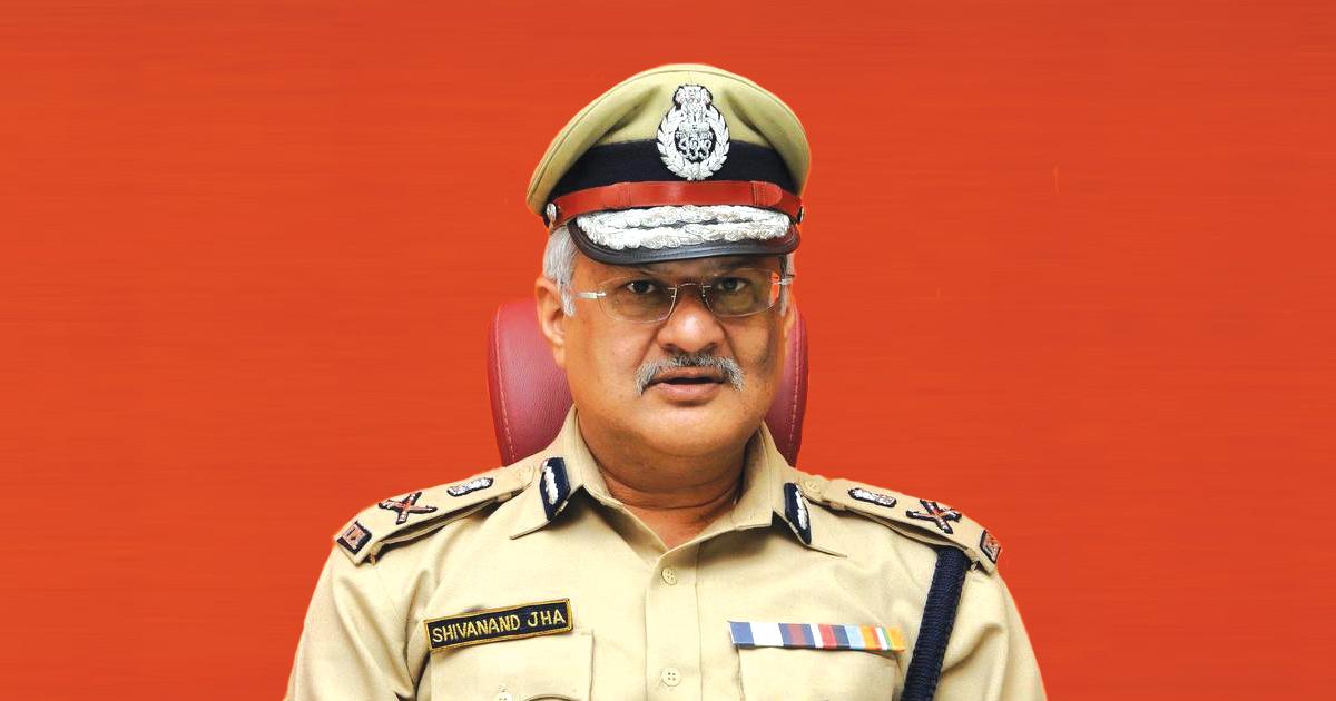 http://www.meranews.com/backend/main_imgs/shivanand-jha_shivanand-jha-ips-shivanand-jha-retirement-in-police-guja_0.jpg?64