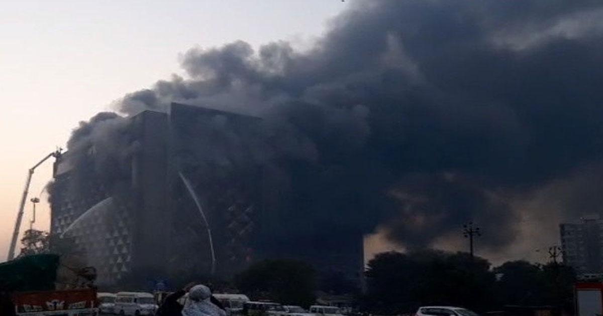 http://www.meranews.com/backend/main_imgs/srat_fire-broke-out-in-14-floor-building-in-surat_0.jpg?36