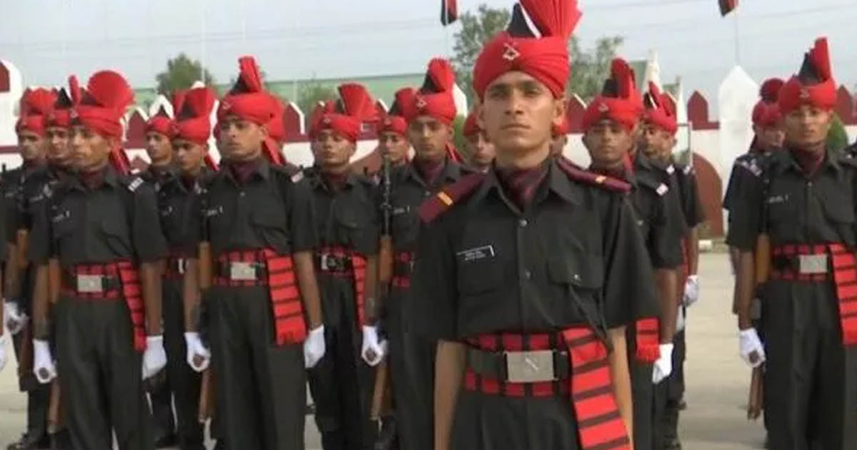 http://www.meranews.com/backend/main_imgs/srinagarjawan_jammu-kashmir-youth-join-army-after-passing-out-parade-in-sr_0.jpg?86