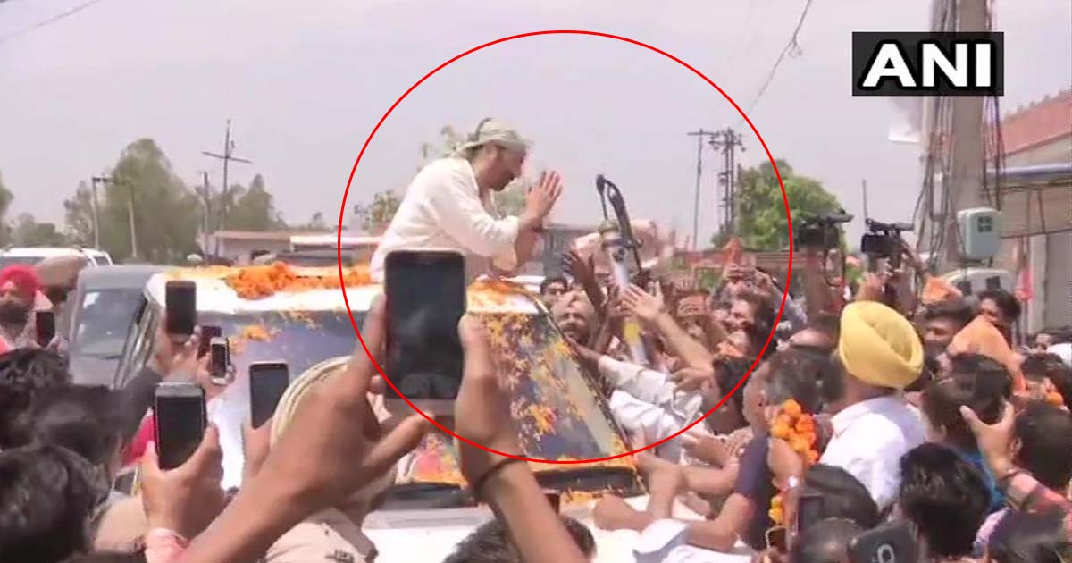 http://www.meranews.com/backend/main_imgs/sunnydeolroadshow_punjab-bjp-candidate-sunny-deol-holds-a-roadshow-in-gurdasp_0.jpg?92?25